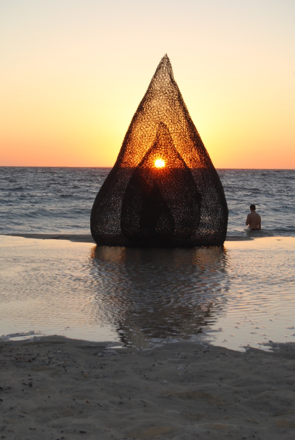 4. SallyStoneman_Flame_Sculpturebythesea_Cottesloe_RecycledDingoProofFence_2.1x1.6x1.5M_2019
